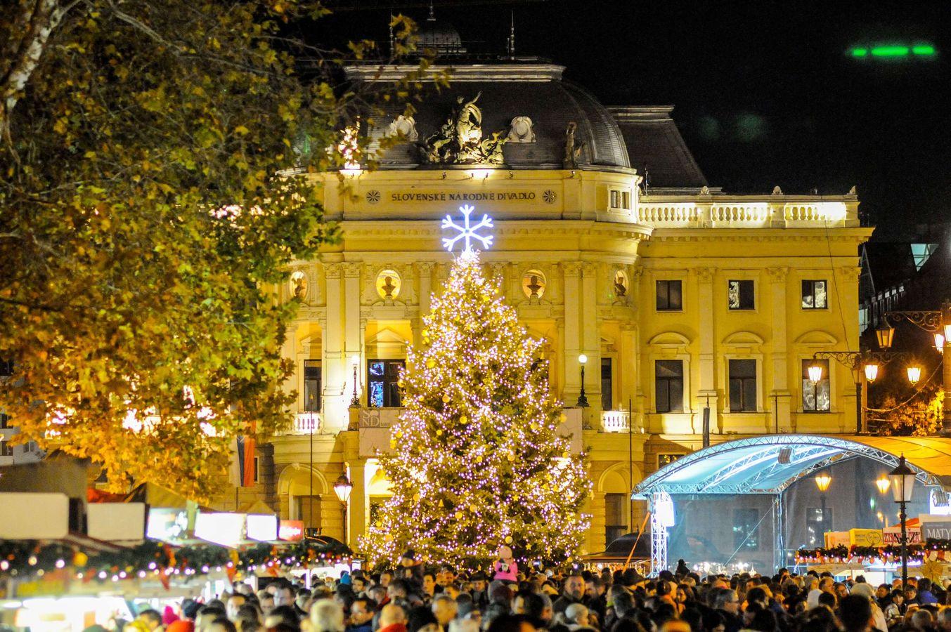 fafbee51a Staromestské vianočné trhy Bratislava 2017 Poster.jpg
